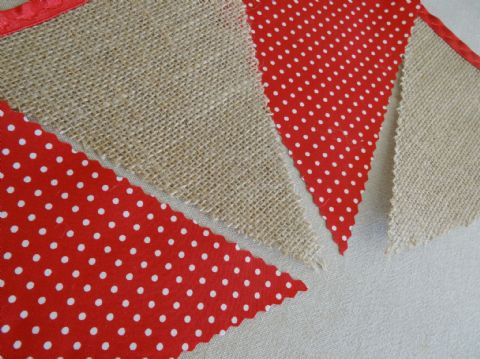 CHRISTMAS BUNTING -  Hessian & Red with Small Spots- 3m/10ft - 14 flags (single-sided)